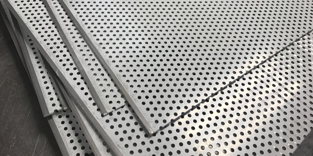Пробивка алюминиевых панелей